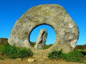 men-an-tol-stone-monument-cornwall